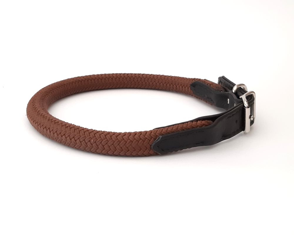 Rope collar with leather trim
